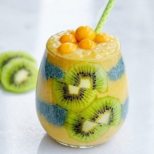 Mango Pear Smoothie w/ Aqua Chia Pudding, Kiwi, & Goldenberries
