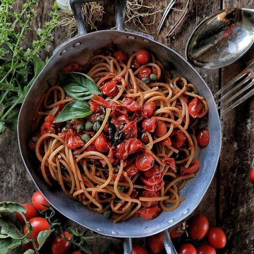 Vegan Spaghetti with Tomatoes and Capers